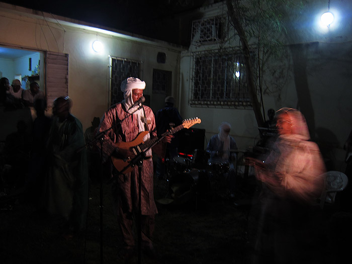 amanar_concert_sleeping_camel_bamako